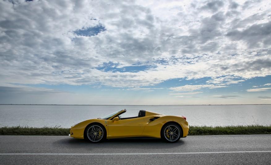 2016-Ferrari-488-Spider-114-876×535