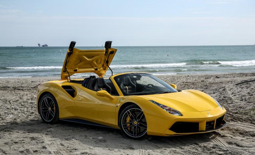 2016-Ferrari-488-Spider-119-876×535