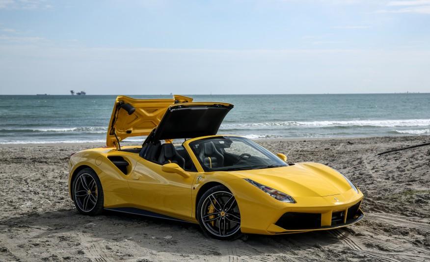 2016-Ferrari-488-Spider-121-876×535