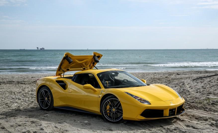 2016-Ferrari-488-Spider-122-876×535